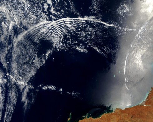 australia_atmospheric_gravity_waves_in_indian_ocean_sunglint_makes_them_visible_nov11_2003_modis_wall